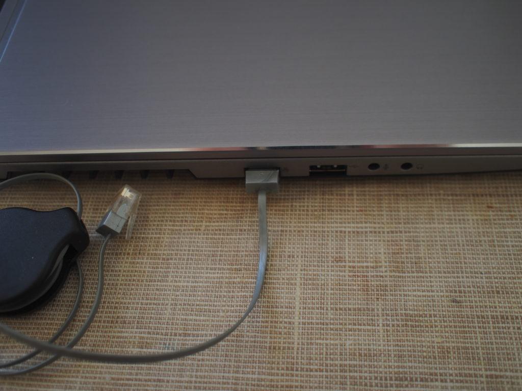 DAIV NG5510 有線LANケーブルを接続