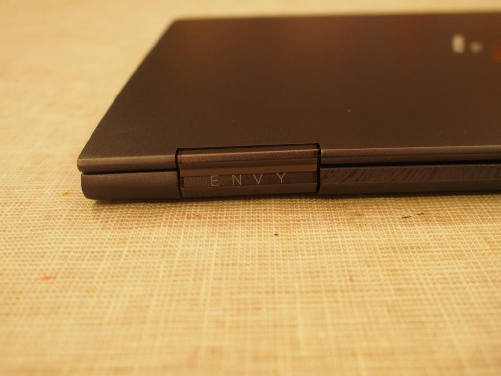 HP ENVY 13 x360 ベーシックモデル背面