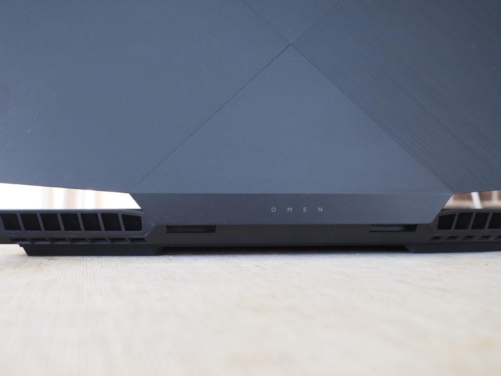 本体背面:OMEN by HP 17-cb0000シリーズ