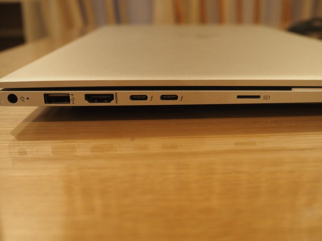 本体左側:日本HP ENVY 15-ep0003TX クリエイターモデル