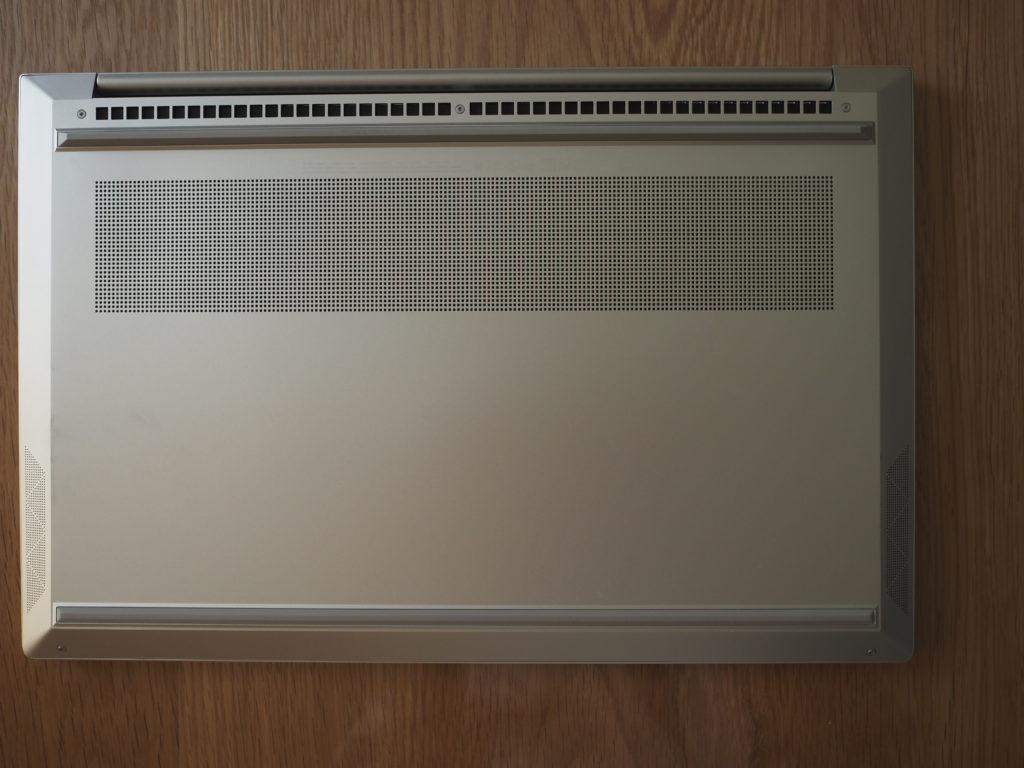 本体裏面:日本HP ENVY 15-ep0003TX クリエイターモデル