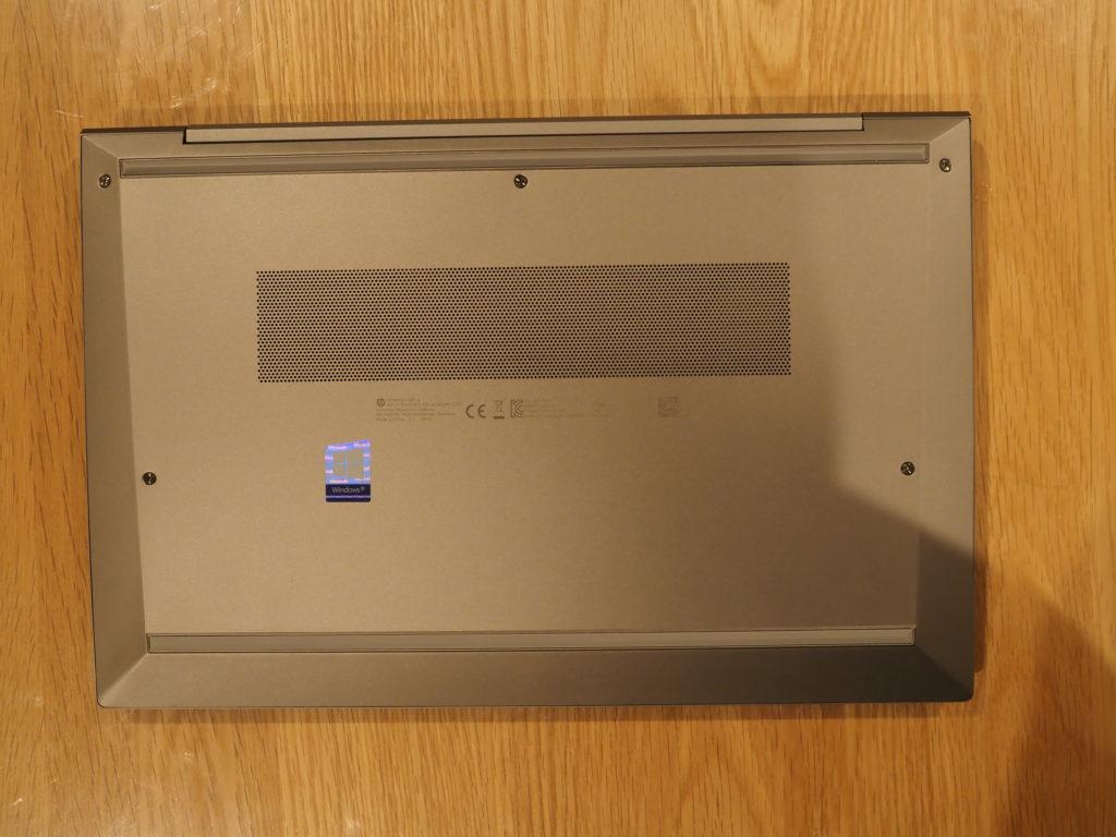 本体裏面:ZBook Firefly 14 G7 Mobile Workstation