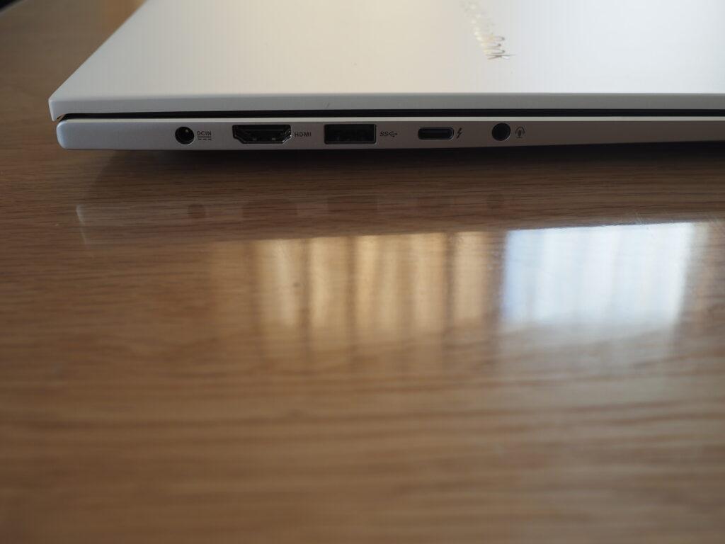 本体左側:VivoBook S15 S533EA