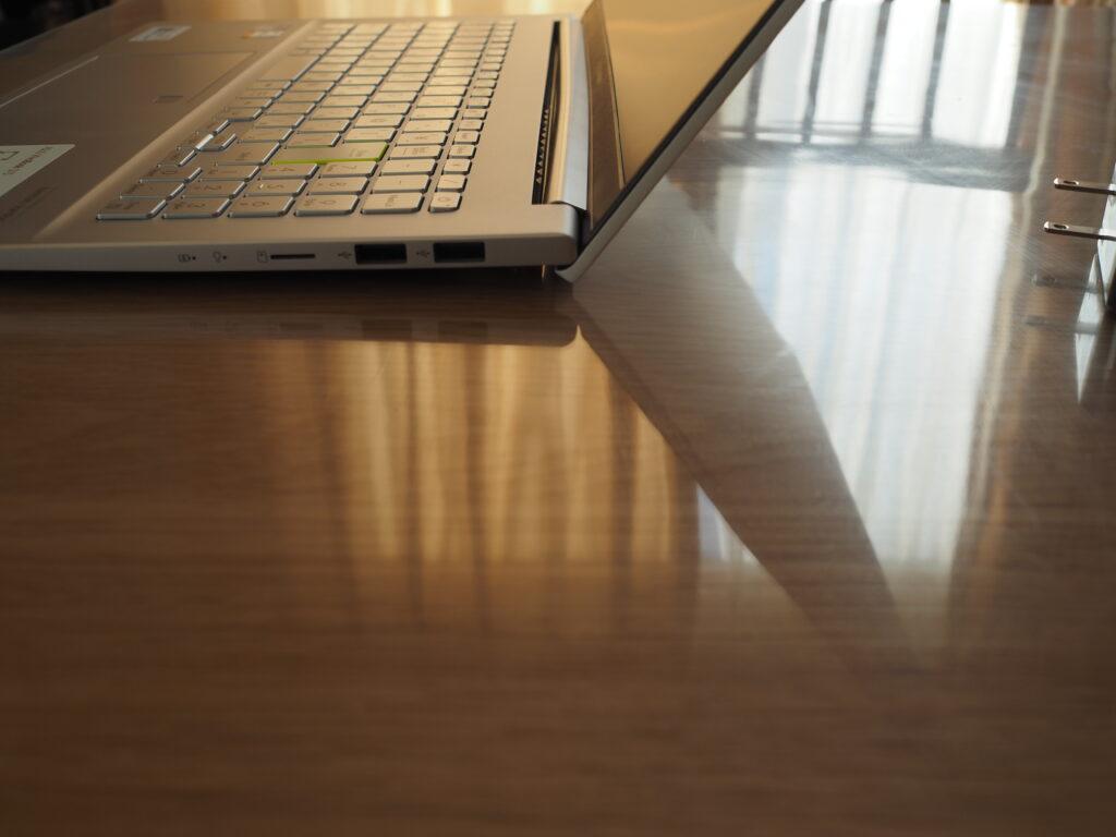 ディスプレイ最大開度:VivoBook S15 S533EA