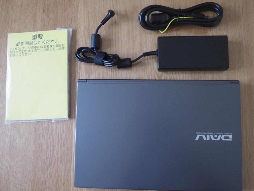 本体外観および添付品:DAIV 5N (32GBモデル)