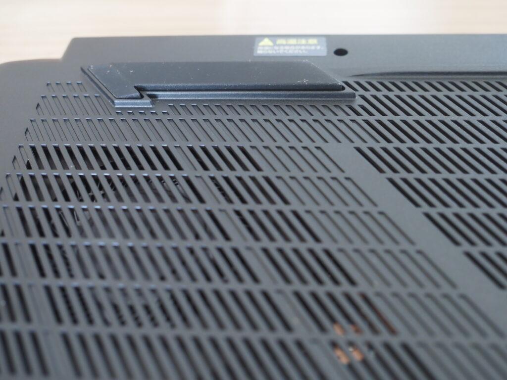 本体裏面の接地面:G-Tune H5 (32GBモデル)