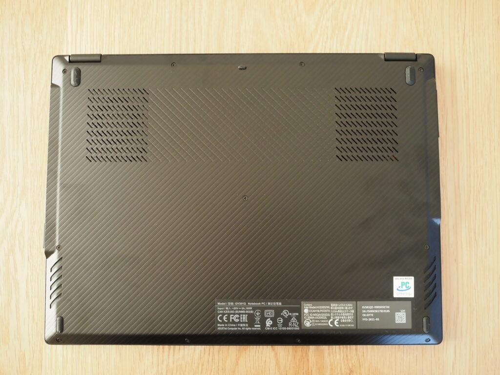 本体裏面:ASUS ROG Flow X13 GV301QE(GV301QE-R9R3050T4K)