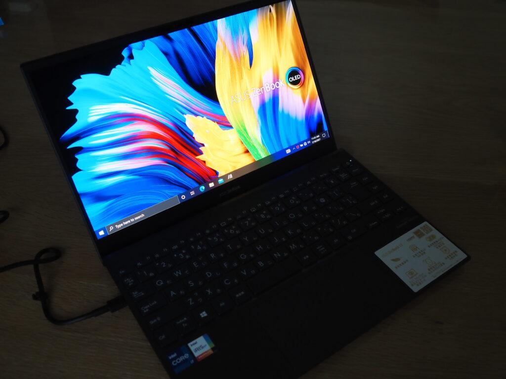 ディスプレイ:ASUS ZenBook 13 OLED UX325EA (UX325EA-KG409TS)