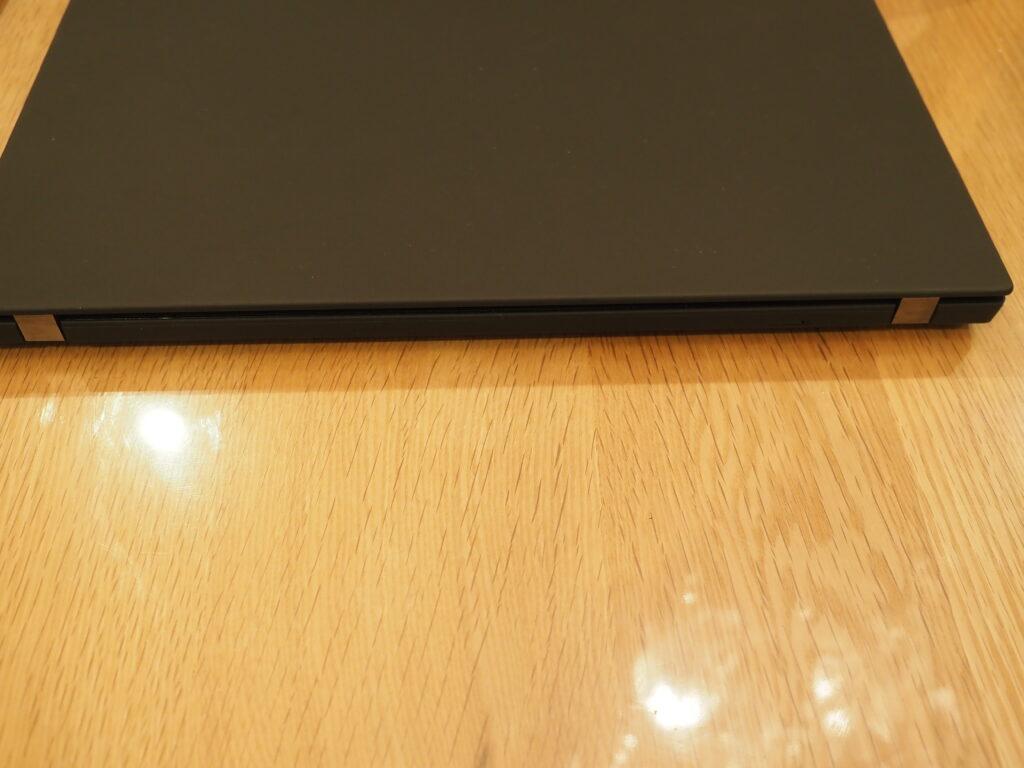 本体背面:Lenovo ThinkPad P14s Gen 1(20S50006JP)