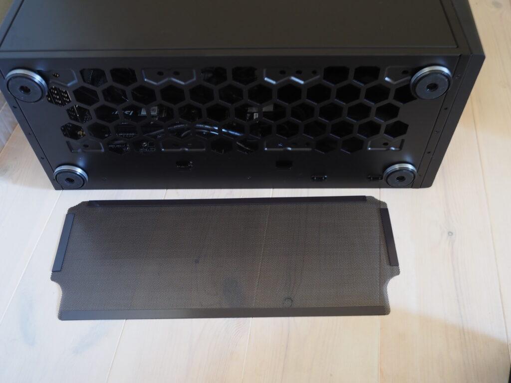 本体裏面:G-Tune HN-Z-6700XT