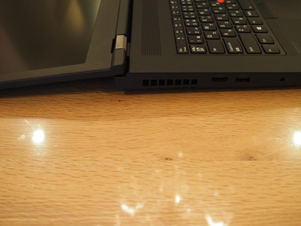 ディスプレイを開いた状態:Lenovo ThinkPad P17 Gen 1